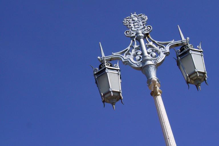 Street light (photo: Martin Thomas)