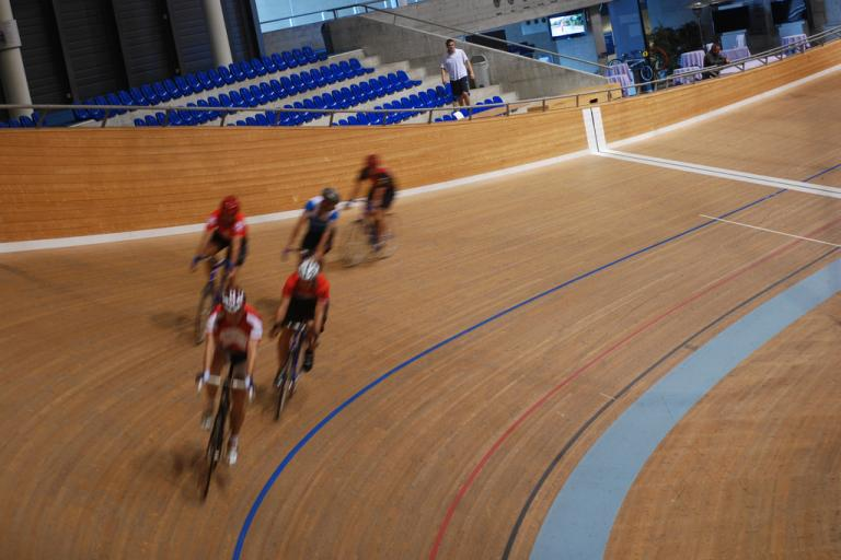 Riders at the velodrome (© habi www.flickr.com)