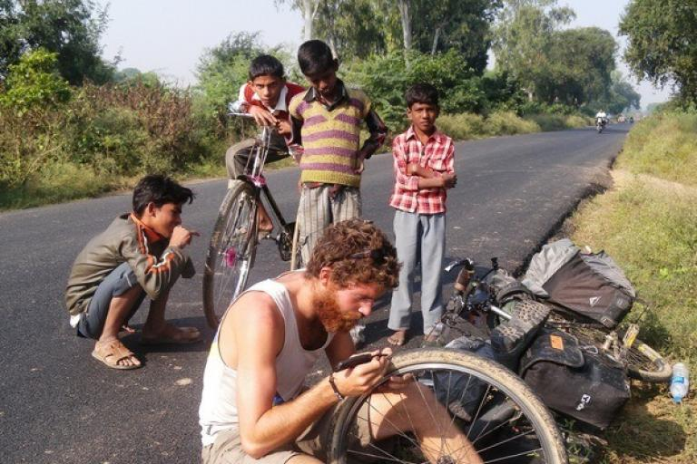 Roadside puncture repair in Uttar Pradesh, India