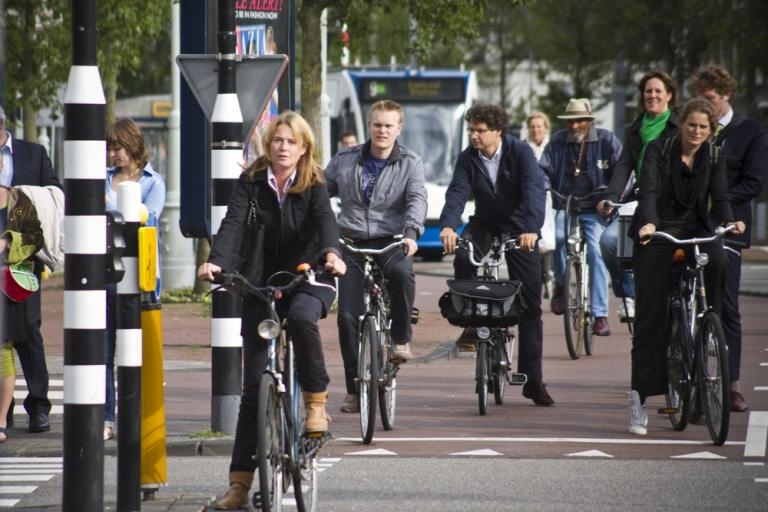01 Afternoon traffic in Amsterdam (Photo credit- Copenhagenize Design Co)
