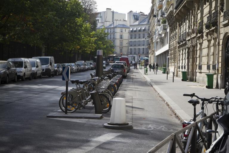 19 Paris - separated cycle path and Velib' docking station (Photo credit- Copenhagenize Design Co)