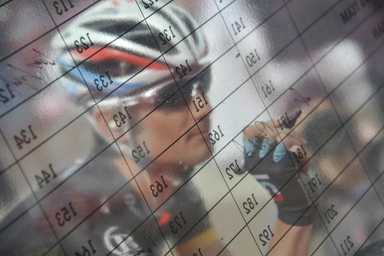 Giro 2012 S11 Frank Schleck signs on (Gian Mattia D'Alberto - LaPresse - RCS Sport)