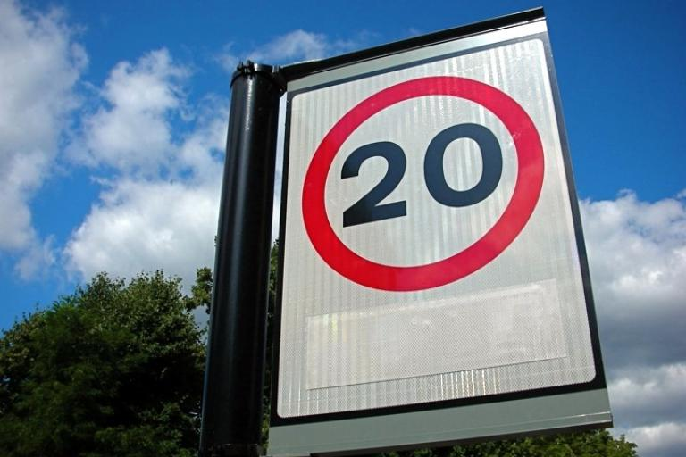 20 mph sign (CC BY-ND 2.0 licensed by Tony Hall:Flickr)