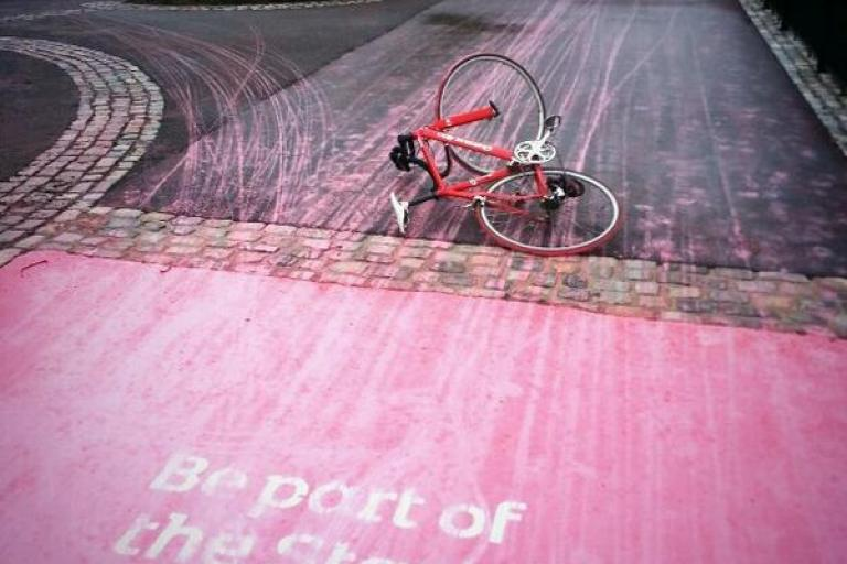Be part of the Start pink paint crash (picture Chris Lindsay via Twitter)