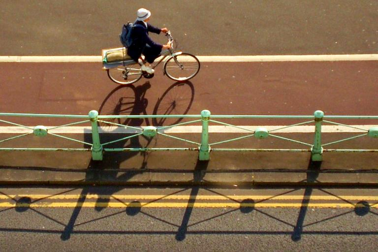 Brighton cycle lane (CC BY 2.0 by Les Chatfield:Flickr)