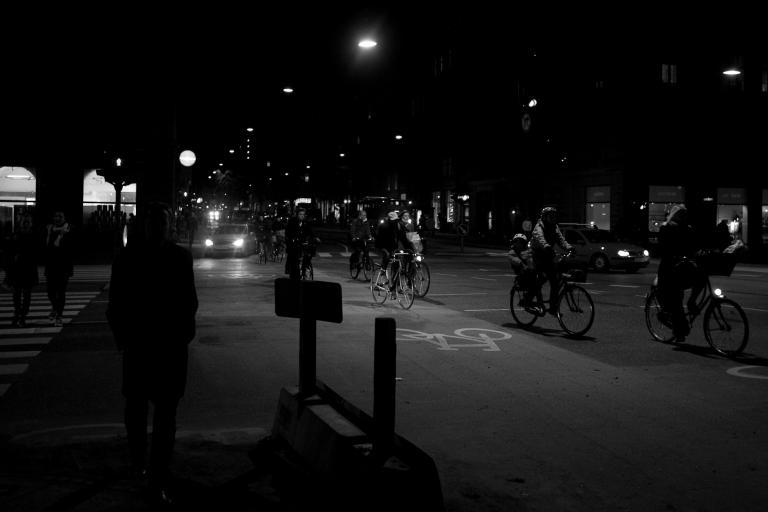 Cycling in the dark (CC lisenced by Flickr user Boegh)