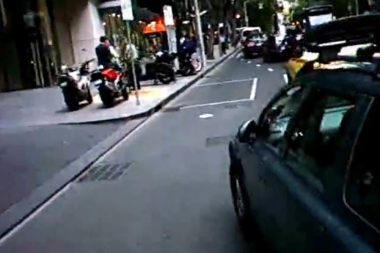 Driver cuts up cyclists (source- Marilyn Johnson, MUARC:Vimeo)