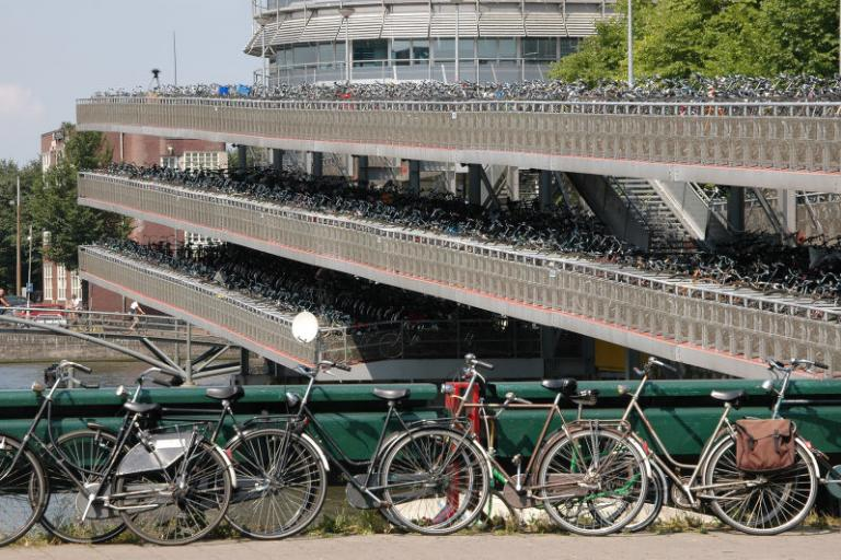 Dutch Cycle Parking (AirBete, Wikimedia Commons)