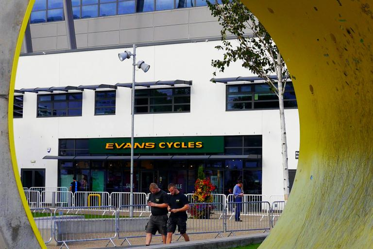 Evans Cycles, Manchester (CC BY 2.0 Smabs Sputzer:Flickr)