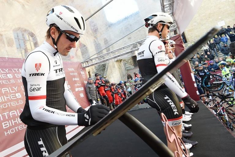 Fabian Cancellara signs on at 2015 Strade Bianche (pic ANSA, Del Zennaro, Peri)