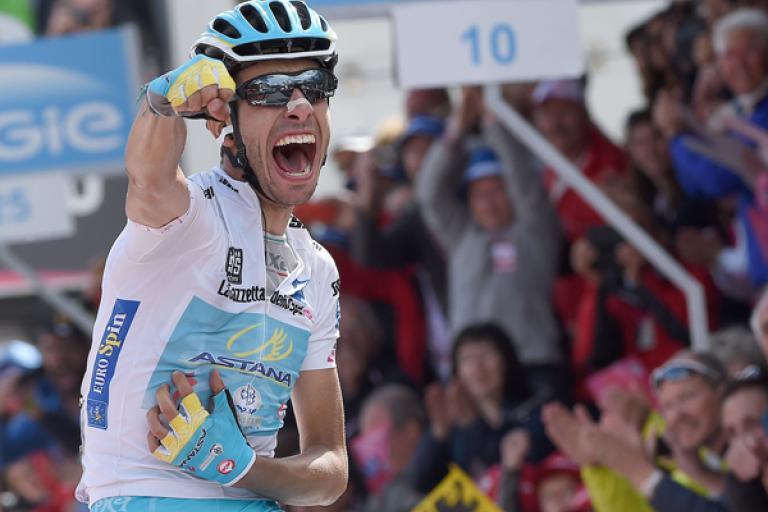 Fabio Aru celebrates winning stage 19 of the 2015 Giro (picture ANSA, Dal Zennaro)