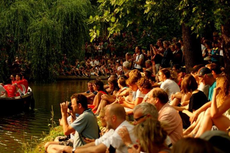 Fans watching 2015 Tour de France presentation in Utrecht (picture Le Tour Utrecht on Facebook)