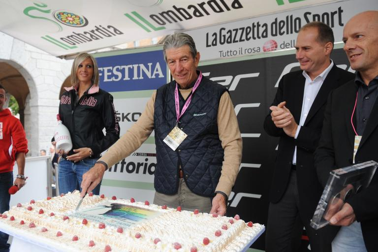 Felice Gimondi 70th birthday cake (copyright Fabio Ferrari, LaPresse, RCS Sport)