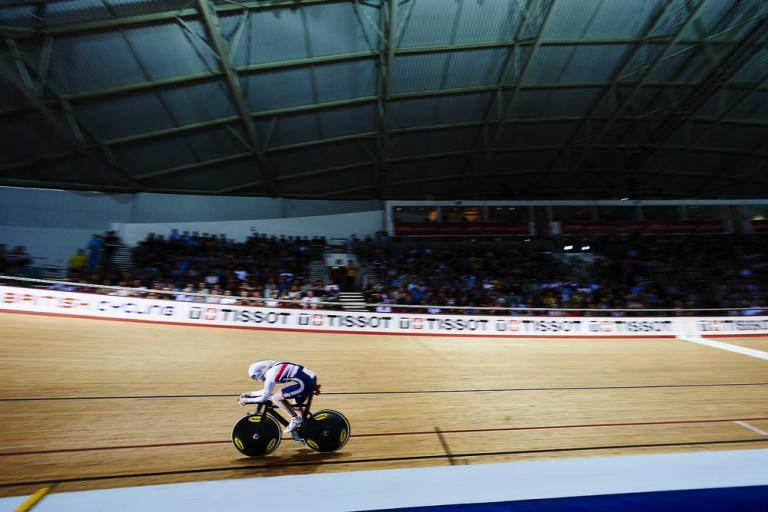 Joanna Rowsell wins individual pursuit at Manchester Track World Cup