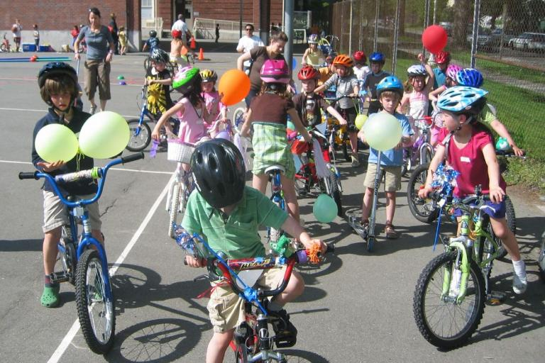 Kids on bikes (CC licensed image by Anne and Tim:Flickr)
