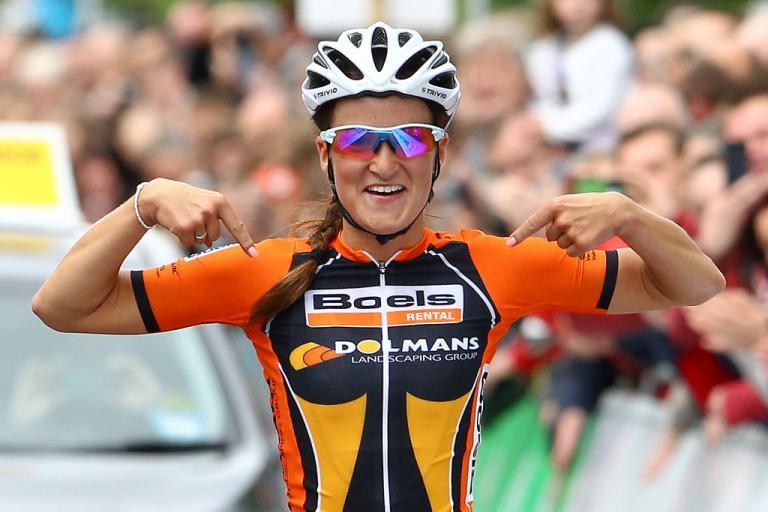 Lizzie Armitstead wins 2013 nats road race (picture Alex Whitehead:SWPIX.COM)