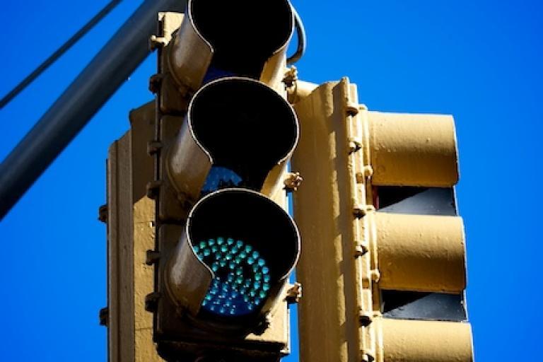 New York traffic signal (copyright Simon MacMichael)