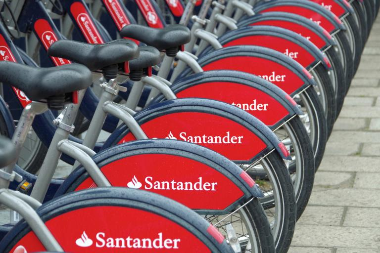Santander red Boris Bikes (CC BY-SA 2.0 Matt Buck:Flickr)
