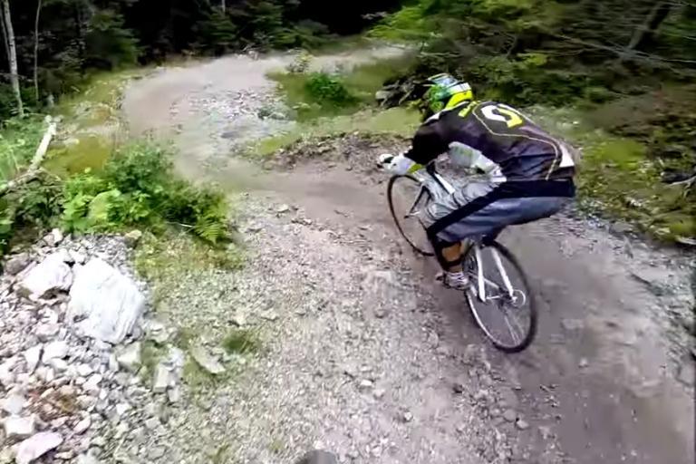 Scott skinny-tyred bike v Austriam mountain