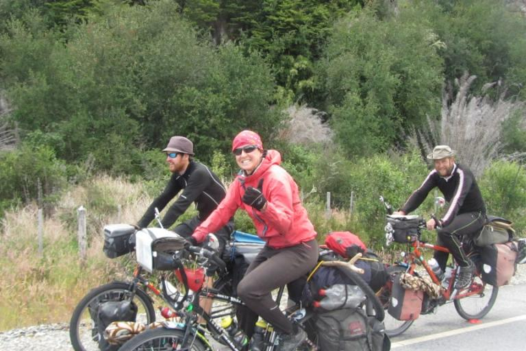 Sharon Bridgman and companions (image courtesy north2northcycletour)
