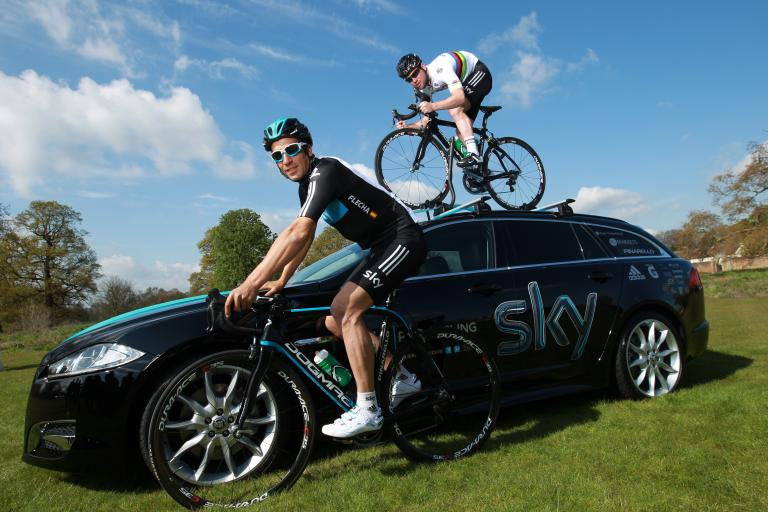 Team Sky Jaguar Partnership Launch_Mark Cavendish on the Jaguar XF Sportbrake with Juan Antonio Fletcher
