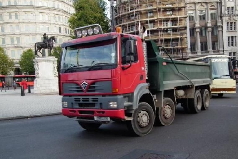 Tipper truck 2 (CC licensed by kenjonbro)