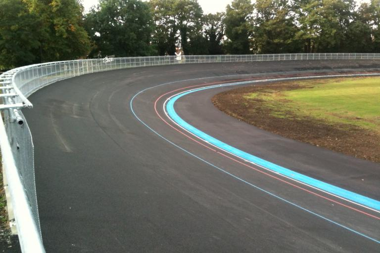 Herne Hill new track bend pic: www.britishcycling.org.uk