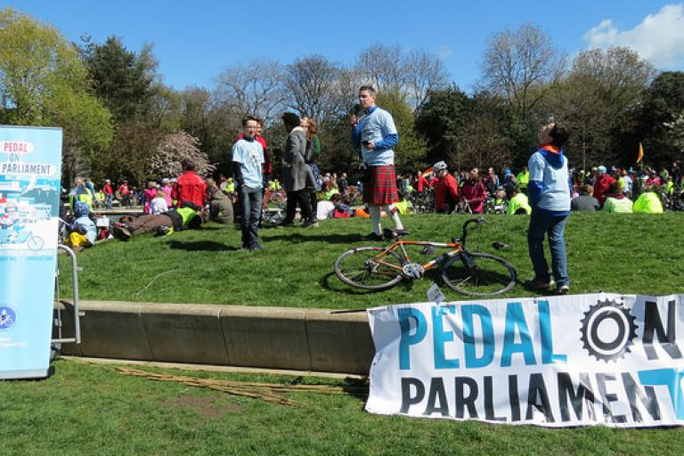 Pedal on Parliament 2015 01 (picture courtesy Chris Hill)