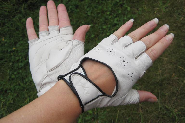 Rapha Grand Tour Women's Glove.JPG
