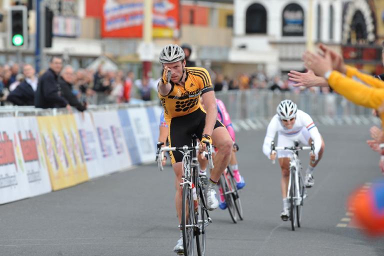 Hayles wins Round 5  (pic: Joolze Dymond www.joolzedymond.com)