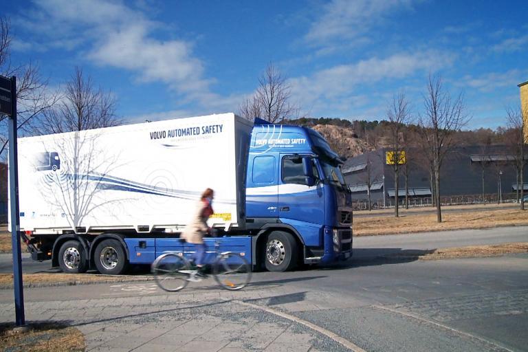 Volvo blind spot system 2.jpg