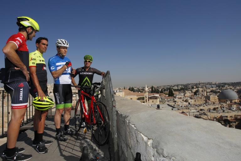 Ivan Basso, Alberto Contador, Nir Barkat and Sylvan Adams in Jerusalem (picture credit RCS Sport).jpg