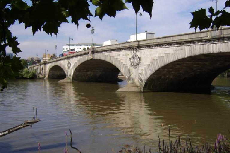 Kew Bridge (CC licensed by Sachab via Flickr)