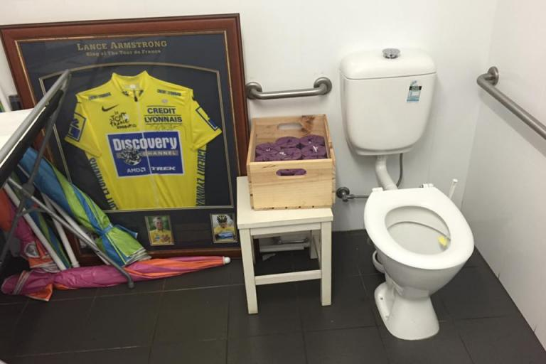 Lance Armstrong yellow jersey in the dunny (Anthony Foy, Facebook).jpg