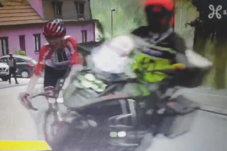 Liane Lippert Brabantse Pijl moto (via Twitter).PNG