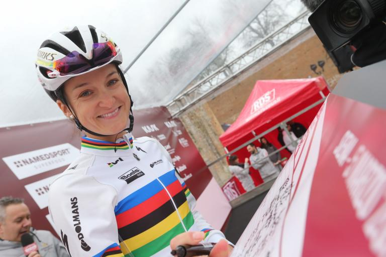 Lizzie Armitstead ahead of Strade Bianche (ANSA, PERI - CARCONI).jpg