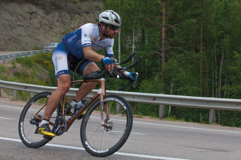 Mark Beaumont during his Artemis World Cycle challenge (via Twitter).jpg