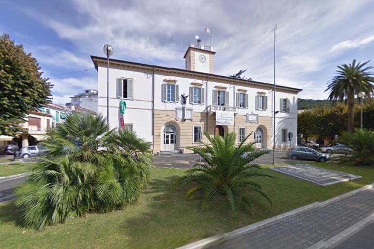 Massarosa town hall (image taken from StreetView).jpg