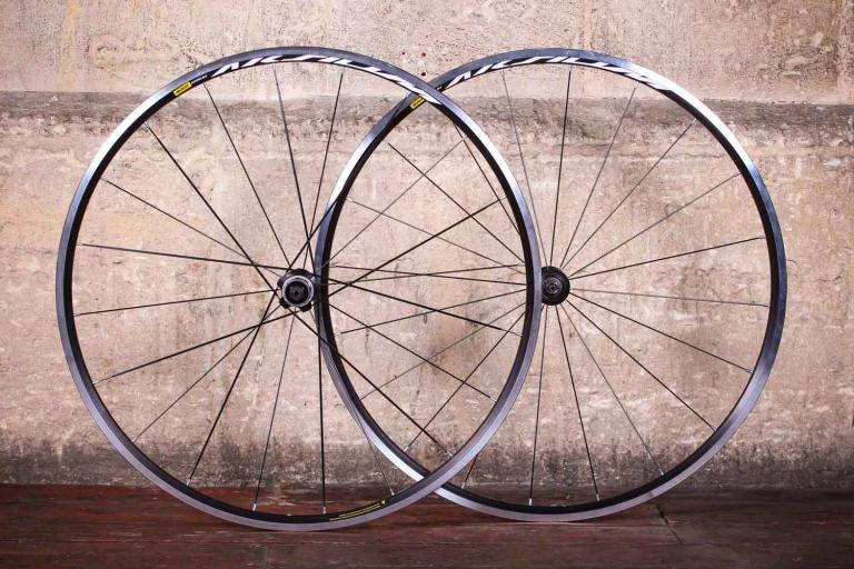 Mavic Aksium wheelset.jpg