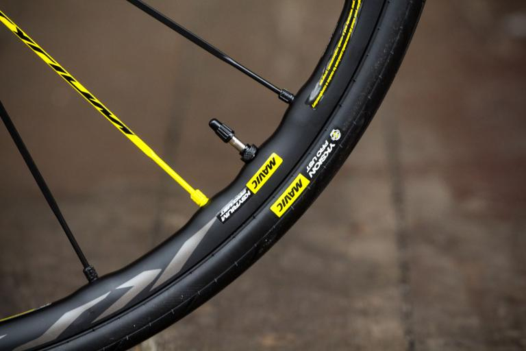 mavic_ksyrium_pro_ust_disc_wheel_set_-_rim_and_tyre.jpg