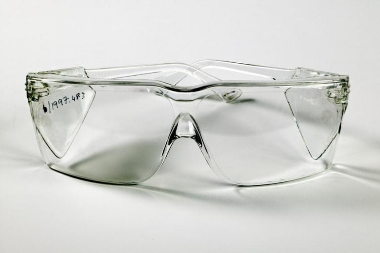 medium_cd0547_020_090717_1997_48_3_Spectacles