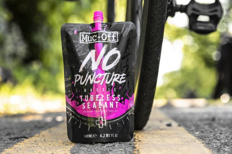 muc-off_no_puncture_hassle_tubeless_sealant_pouch_3.jpg