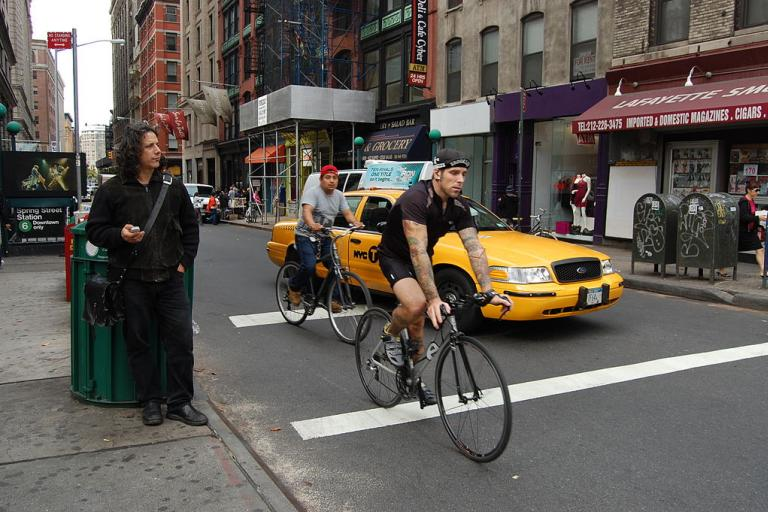 NYC cyclist (CC BY SA 3.0 by Buddy Crew on Wikimedia Commons)