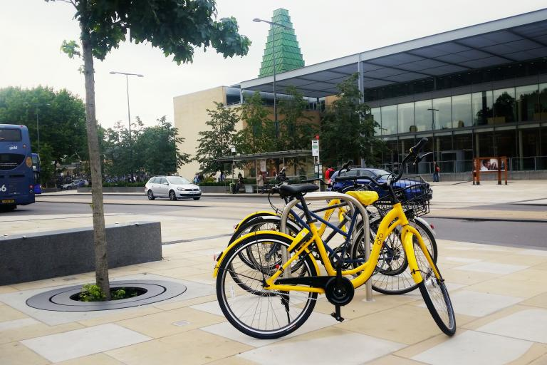 Ofo bikes outside Said Business School in Oxford (Simon MacMichael).jpg