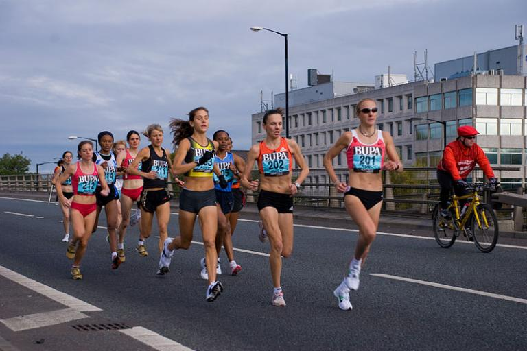 Paula Radcliffe (right) at the 2007 Great North Run (CC BY 2.0 by Conor Lawless)