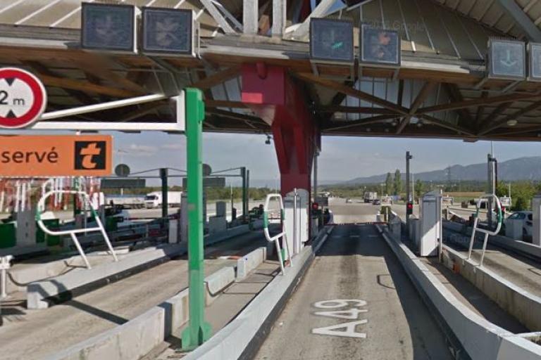 Peage at Chatuzange-le-Goubet (source Google StreetView).JPG