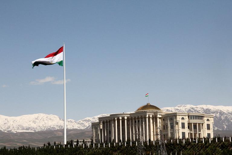Presidential Palace in Dushanbe, Tajikstan (CC BT SA 3.0 by Rjruiziii).JPG
