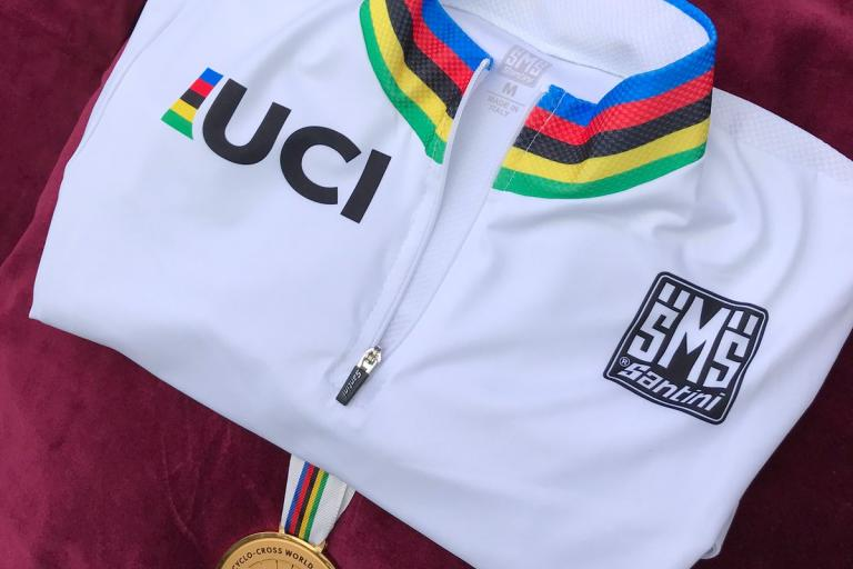 Rainbow jersey and gold medal CX Worlds 2018 (via UCI_Cyclocross on Twitter).jpg