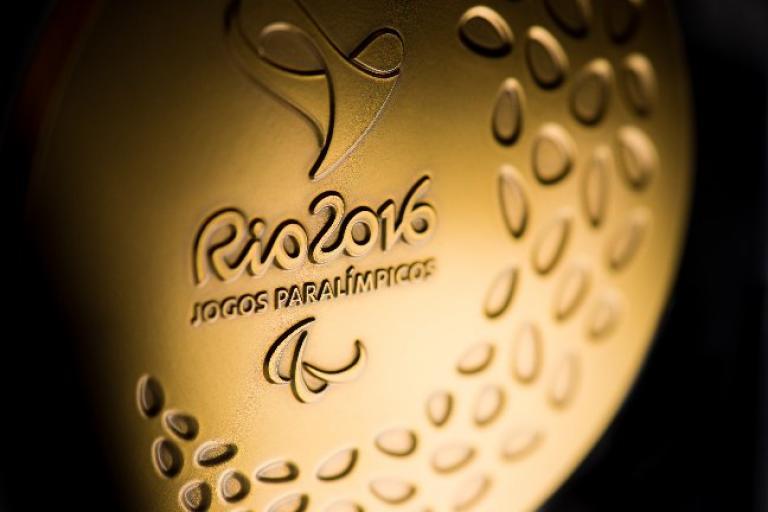 Rio 2016 Paralympic gold medal (Photo Rio 2016, Alex Ferro).jpg