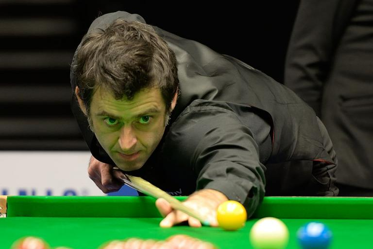 Ronnie O'Sullivan at German Masters, 2015 (DerHexer, Wikimedia Commons, CC-by-sa 4.0).jpg
